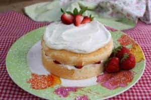 Strawberry Cream Cake – 6″